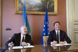 Napoli, premier Renzi e governatore De Luca firmano il Patto per la Campania