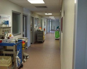 Milano: violentò una 16enne anoressica all'ospedale Niguarda, arrestato 45enne