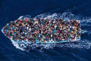 Migranti: 400 somali dispersi nel Mediterraneo, viaggiavano su quattro barconi