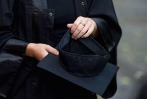 Bologna: studentessa invita i parenti per la laurea, poi sparisce: non aveva raggiunto i crediti