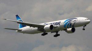 """Volo Egyptair caduto in mare, ritrovati rottami dell'aereo: """"Forse una bomba a bordo"""""""