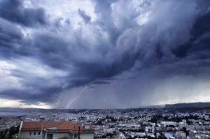 Tempesta di fulmini in Germania e Francia: bambini tra i feriti. Allerta in Italia
