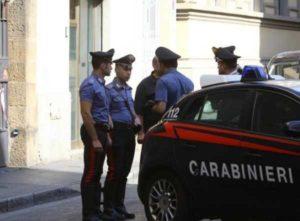 Firenze, duplice omicidio a coltellate in pieno centro: è caccia all'uomo
