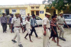 India, punizione shock per adulterio: amanti denudati e legati in piazza per 2 giorni