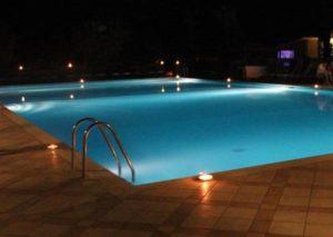"""Asti, tragedia ad una festa: 26enne annega in piscina. Gli amici: """"Pensavamo scherzasse"""""""