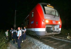 Germania, 17enne afghano dell'Isis colpisce su treno con ascia: tre i feriti gravi