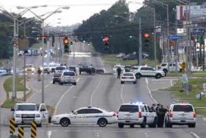 """Usa, spari contro la polizia a Baton Rouge: uccisi 3 agenti. Obama: """"Sarà fatta giustizia"""""""