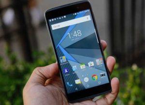 """BlackBerry lancia il suo nuovo smartphone Android, il """"più sicuro al mondo"""": ecco DTEK50"""