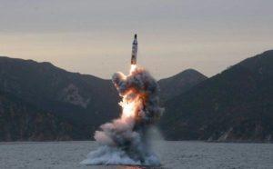 Corea del Nord, nuove minacce: lanciato missile balistico da sottomarino