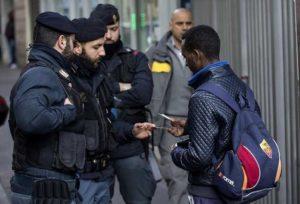 Bari, truffa migranti all'Inps: ricevevano dall'estero assegni sociali come residenti italiani