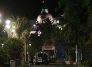 """Strage di Nizza, killer inviò sms: """"Mandatemi più armi"""". Incerto il suo legame con l'Isis"""