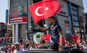 Turchia, ultimo bilancio del golpe fallito: 3mila arresti, oltre 260 morti, 1200 feriti