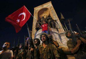 Turchia, fallito il colpo di Stato: scontri tra polizia, civili e militari, molti i morti