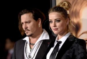 Johnny Depp, ubriaco e violento con Amber Heard in un video: la figlia lo difende
