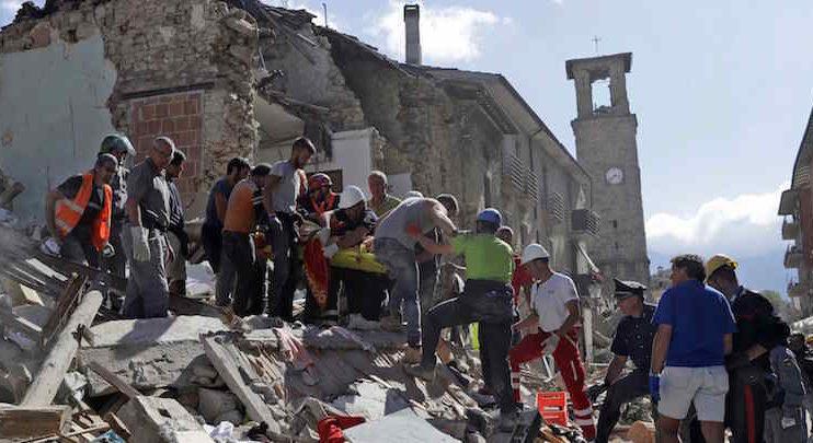 """Terremoto, l'appello del sindaco di Amatrice: """"Servono soldi non cibo, dobbiamo ricostruire"""""""