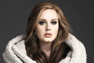 """Adele, imbarazzo mentre fa shopping: """"Mi hanno rifiutato la carta di credito"""""""