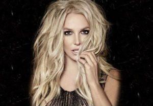 """Britney Spears ammette: """"Meno male che c'è il Photoshop"""", ma non è la sola"""