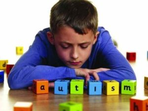 Nuovo spray nasale per trattare l'autismo: trattamento sperimentale con risultati positivi