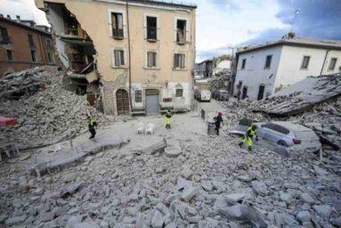 """Terremoto Amatrice, sindaco Pirozzi: """"Primo obiettivo levare le tende"""""""
