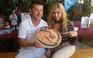 Lisa Torrisi, pizza della pace e scatti bollenti per la vittoria della Roma sul Napoli