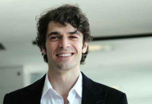Luca Argentero di nuovo felice tra gli abbracci bollenti della nuova fiamma