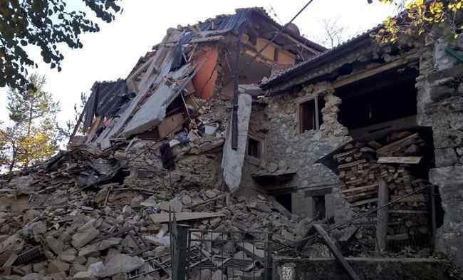 """Terremoto, il sindaco di Ascoli: """"Rassicurazioni Renzi? Prima tocco con mano e poi dico"""""""