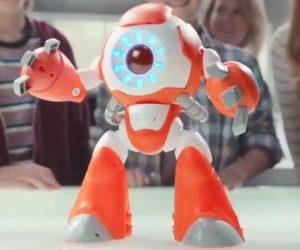 Giocattoli smart toy spiano i bambini: My Friend Cayla e I-Que Intelligent finiti sotto accusa