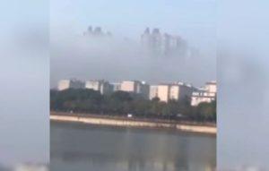 Cina: il video dei palazzi sospesi tra le nuvole fa impazzire il web [Video]