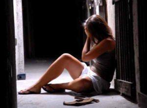 Usa: il patrigno abusa di lei, 12enne s'impicca in diretta sul web