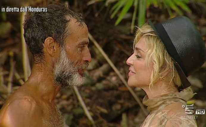 Isola dei Famosi 2017, la rediviva love story tra Paola Barale e Raz Degan salva gli ascolti