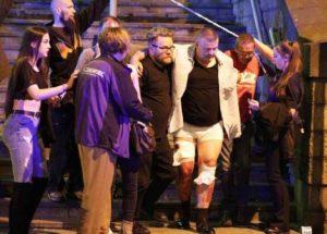 Manchester, attacco terroristico dopo concerto di Ariana Grande: 22 morti confermati, 120 feriti (video)