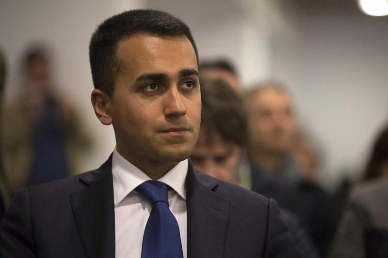 """Scuola, Di Maio: """"Tutte bugie quelle scritte da Renzi sulla lavagna"""""""