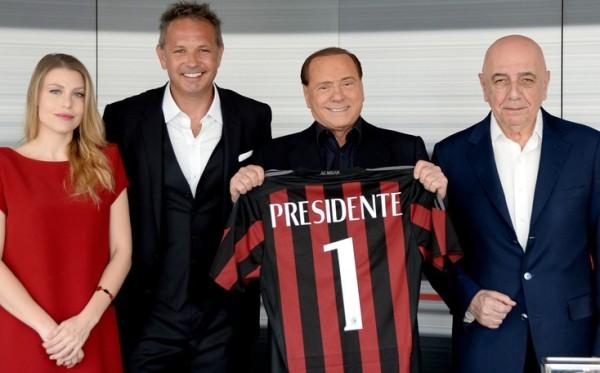 """Berlusconi fa visita a Milanello prima della tournée cinese: """"Rosa competitiva, fiducia in Mihajlovic"""""""
