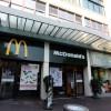 Divieto choc di McDonald's, niente cibo ai clochard. Ma poi si scusa