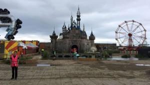 Benvenuti a Dismaland, il 'tetro' parco divertimenti vietato ai bambini