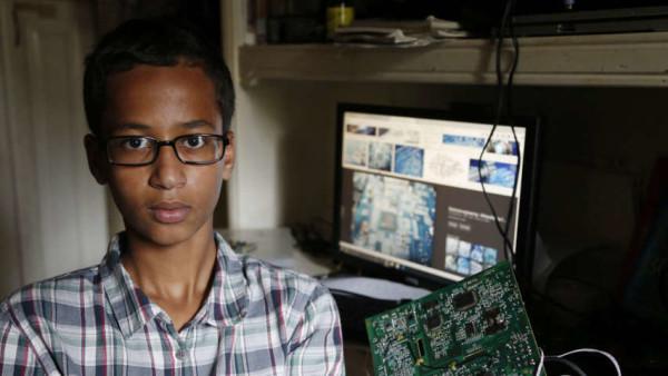 Fabbrica un orologio ma lo scambiano per una bomba. Arrestato 14enne. Obama lo invita alla Casa Bianca