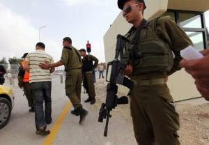 Cisgiordania, fotografo italiano aggredito da soldati israeliani