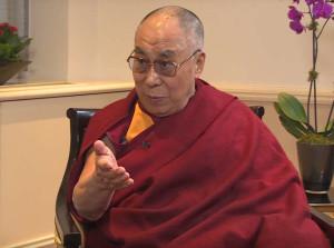 """Dalai Lama su eventuale successione: """"Una donna? Sì ma dovrà essere molto attraente"""""""
