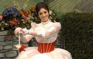 Nuovo film su Mary Poppins dopo 50 anni, Anne Hathaway favorita per il ruolo da protagonista