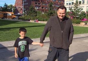Usa, bambino trova sullo scivolo 8mila dollari: ricompensato con una sola banconota da 100