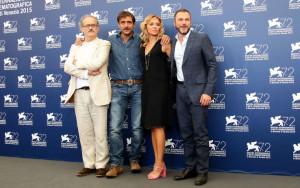 'Per amor vostro', applausi e fischi a Venezia per il film di Giuseppe Gaudino