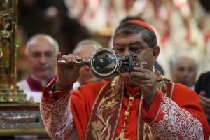 """San Gennaro, miracolo si ripete. Sepe: """"Basta con il sangue, la violenza e il lutto"""""""