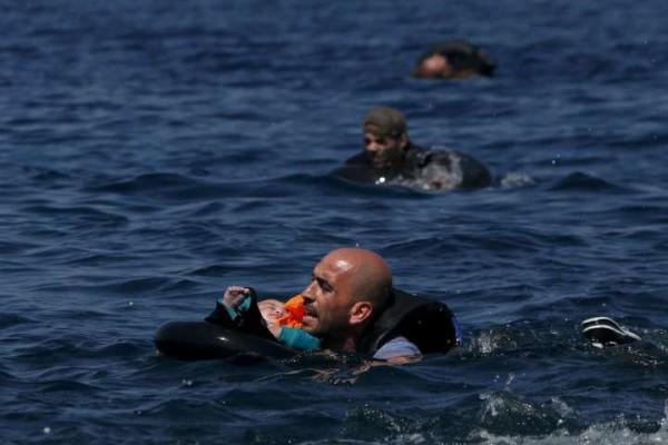 Dopo Aylan un'altra bimba siriana trovata morta su una spiaggia turca. Aveva solo 4 anni