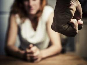 Lite tra ex fidanzati, lui le getta addosso dell'acido: arrestato
