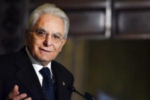 """Mattarella: """"E' bene insegnare l'italiano agli immigrati. La conoscenza abbatte i muri"""""""