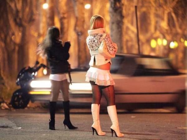 Bari, si fingeva carabiniere per rapinare prostitute e clienti: arrestato in flagranza