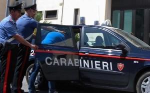 Napoli, torturava il figlio 12enne con scariche elettriche: arrestato algerino 47enne