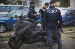 Napoli, giustiziato in strada con un colpo di pistola alla testa: ferito anche il fratello