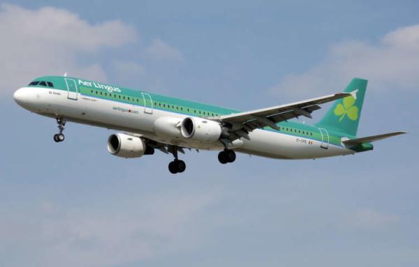 Paura in volo: va in escandescenza e morde un passeggero, poi muore sull'aereo