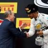F1, Gp di Russia: vince Hamilton, 2° Vettel che in classifica supera Rosberg. Penalità per Raikkonen